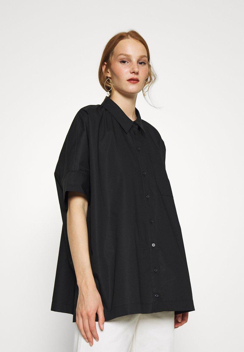 JUST FEMALE - NORIA - Overhemdblouse - black