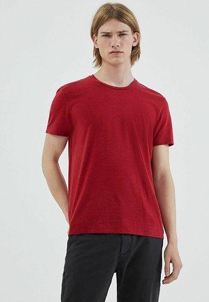 ROUND NECK, SHORT SLEEVES - Basic T-shirt - red