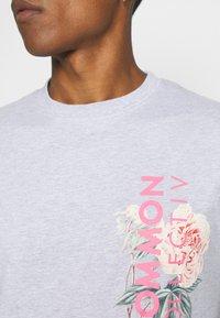 Common Kollectiv - FLORAL UNISEX - T-shirt print - grey marl - 4