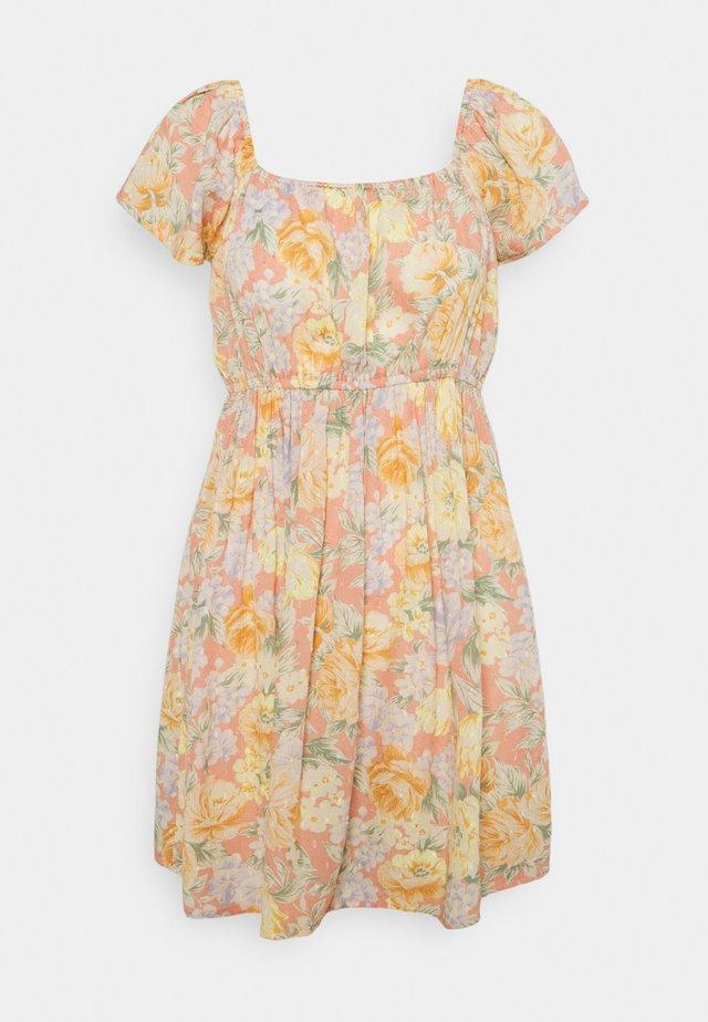 EASY FLUTTER MINI - Denní šaty - coral