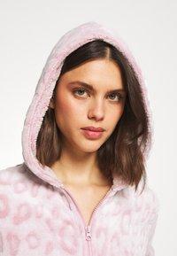 Loungeable - LEOPARD LUXURY - Pyjamas - pink - 4