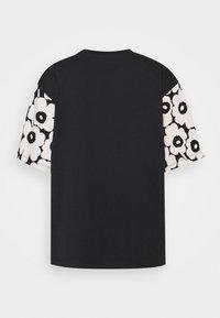 Marimekko - KARHUNPUTKI KAKSOSET PLACEMENT - Print T-shirt - black/off white/orange brown - 1