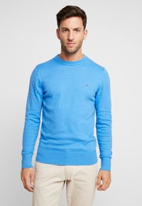 Tommy Hilfiger - PIMA CREW NECK - Stickad tröja - blue - 0