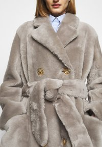 Bally - LUXURY COAT - Klasický kabát - dove - 5