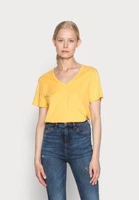 s.Oliver - Basic T-shirt - sunset yellow - 0