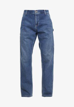 RUCK SINGLE KNEE PANT - Džíny Straight Fit - blue mid worn wash