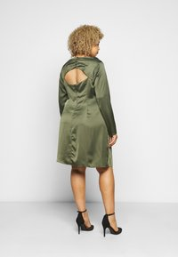 Glamorous Curve - MINI DRESS WITH LONG SLEEVES SQUARE NECK AND CUT OUT BACK - Cocktail dress / Party dress - forest green - 2