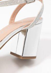 New Look Wide Fit - WIDE FIT ZAN SHIMMER MID BLOCK - Sandalias de tacón - silver - 2