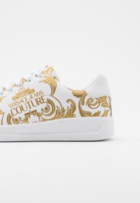 Versace Jeans Couture - Baskets basses - white/gold - 3