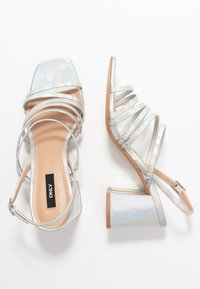ONLY SHOES - ONLAMANDA STRING HEELED  - Sandály - silver - 2