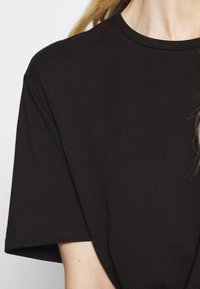 Trendyol - Basic T-shirt - black - 5