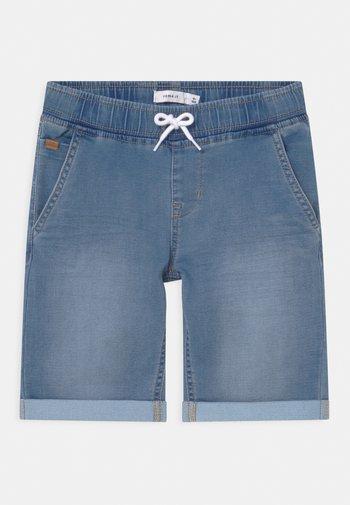 NKMRYAN - Jeansshort - light blue denim