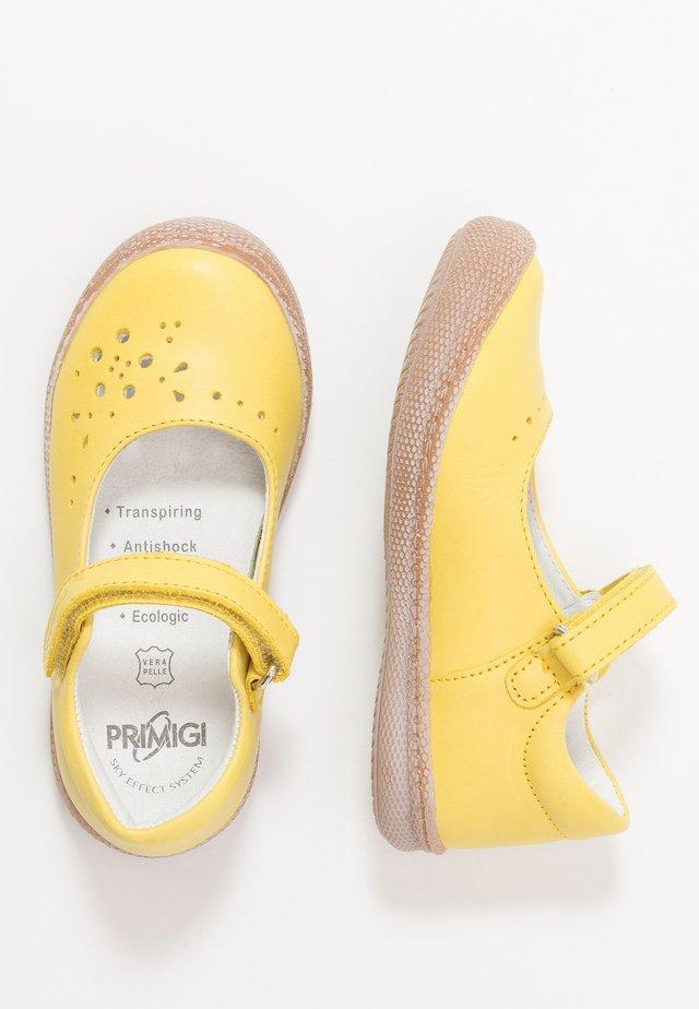 Ballerinat nilkkaremmillä - giallo