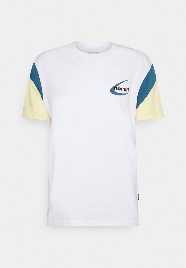 UNISEX - T-shirt med print - blue/yellow/white