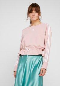 adidas Originals - BELLISTA 3 STRIPES CROPPED PULLOVER - Sweatshirt - pink spirit - 0