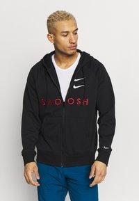 Nike Sportswear - M NSW HOODIE FZ FT - Bluza rozpinana - black/university red - 0