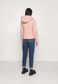 ONLY - ONLSANDIE QUILTED HOOD JACKET - Light jacket - misty rose - 2