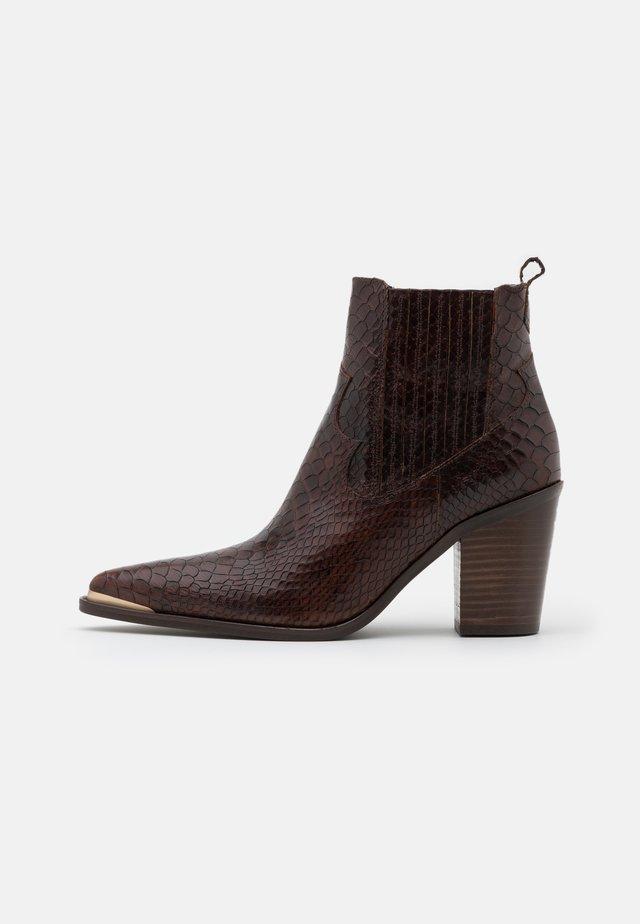 AGUEDA BOA - Kotníková obuv - choco