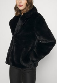 Missguided - SHORT COLLAR COAT - Winter jacket - black - 6