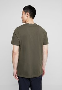 Scotch & Soda - CLASSIC GARMENT DYED CREWNECK TEE - T-shirt - bas - military - 2