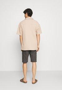 TOM TAILOR - LIGHTWEIGHT CARGO - Shorts - tarmac grey - 2