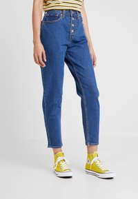 Levi's® - EXPOSED BUTTON MOM JEAN - Relaxed fit jeans - pacific dream - 0