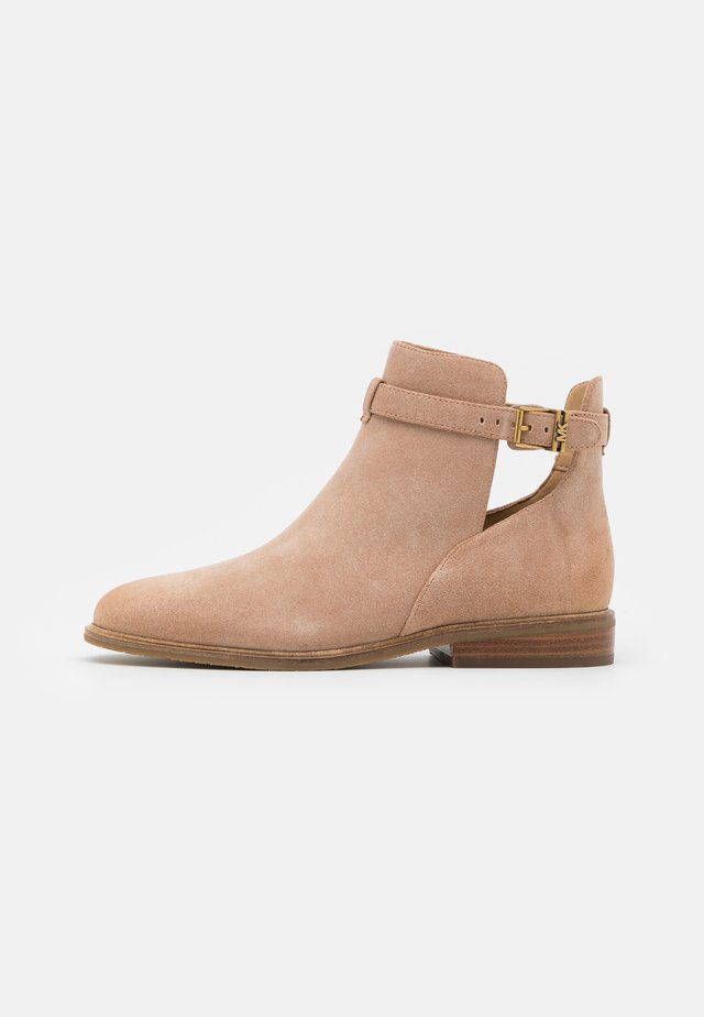 LAWSON BOOTIE - Classic ankle boots - dark camel