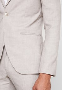 Isaac Dewhirst - WEDDING SUIT LIGHT NEUTRAL - Oblek - beige - 7