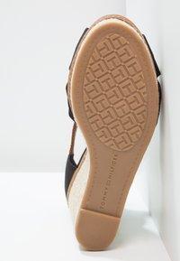 Tommy Hilfiger - ICONIC ELENA SANDAL - Sandaler med høye hæler - black - 5