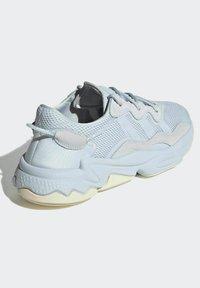 adidas Originals - OZWEEGO - Trainers - blue - 2
