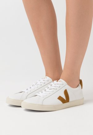 ESPLAR LOGO - Sneaker low - extra white/camel
