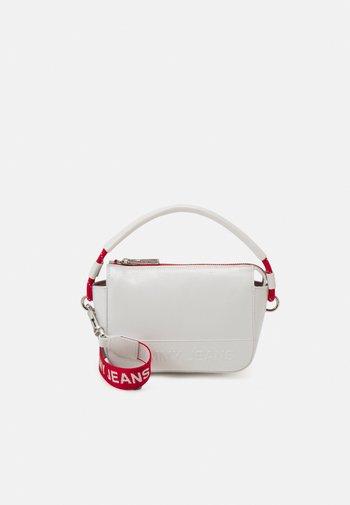 FEMME CROSSOVER CRINKLE - Handbag - white