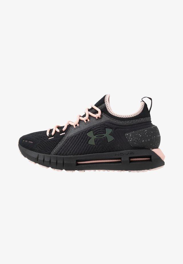 HOVR PHANTOM SE TREK - Neutral running shoes - black/peach frost