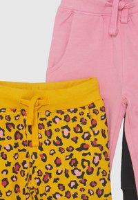 Friboo - 3 PACK - Teplákové kalhoty - black/pink - 3