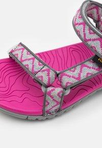 Teva - HURRICANE 3 UNISEX - Chodecké sandály - balboa fucshia red - 5