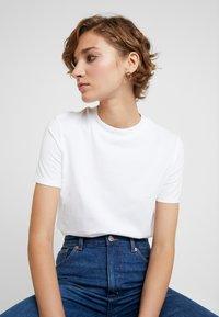 KIOMI - 2 PACK - Basic T-shirt - white/black - 4