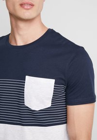 Pier One - Print T-shirt - dark blue - 5