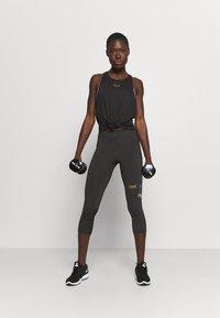 Everlast - WOMEN JASPE - 3/4 sportovní kalhoty - black - 1