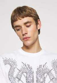 John Richmond - BESKADA - Print T-shirt - white - 3