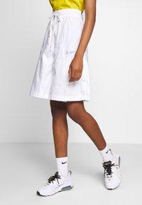 Nike Sportswear - SHORT UP IN AIR - Áčková sukně - white/light smoke grey - 0
