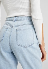 Missguided - WRATH HIGH WAISTED - Jeans Straight Leg - light wash - 5