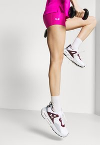 Under Armour - MID RISE SHORTY - Leggings - meteor pink