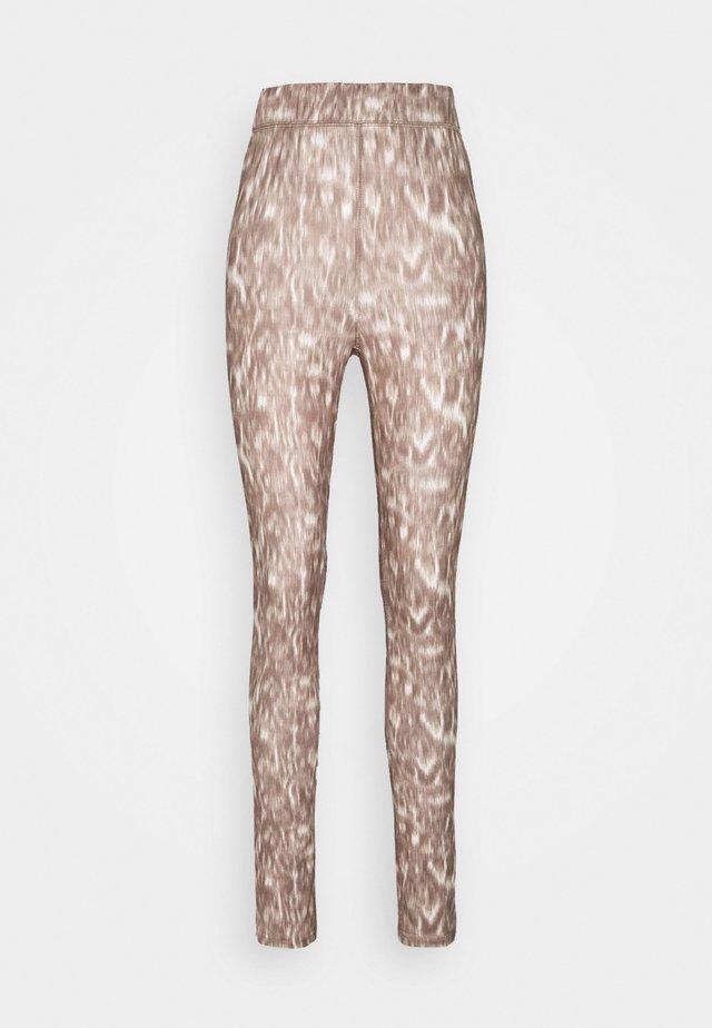 CARLY  - Leggings - Trousers - tannin blured leo