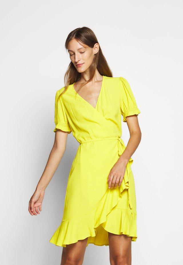 EMILIA MINI - Vapaa-ajan mekko - sun glow
