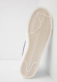 Nike Sportswear - BLAZER MID '77 UNISEX - High-top trainers - white/voltage purple/sail - 4