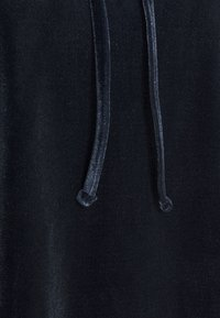 Pieces - PCGIGI HOODIE - Hoodie - navy blazer - 6