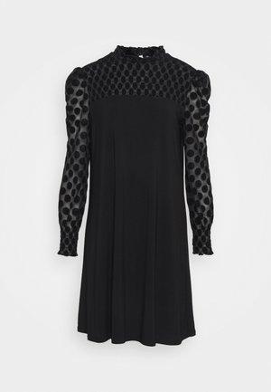 SPOT SHIRRED YOKE DRESS - Vestido informal - black