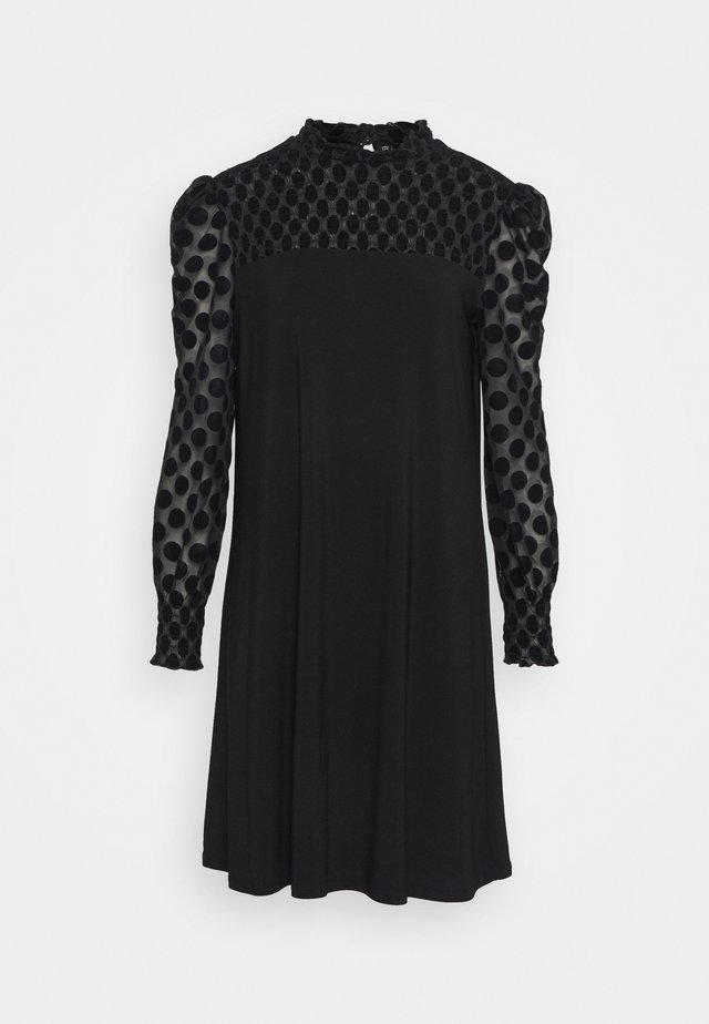 SPOT SHIRRED YOKE DRESS - Korte jurk - black