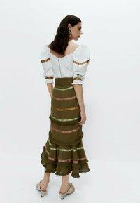 Uterqüe - MIT BÄNDERN  - Wrap skirt - green - 2