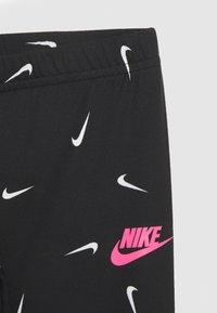 Nike Sportswear - SWOOSHFETTI - Legging - black - 2